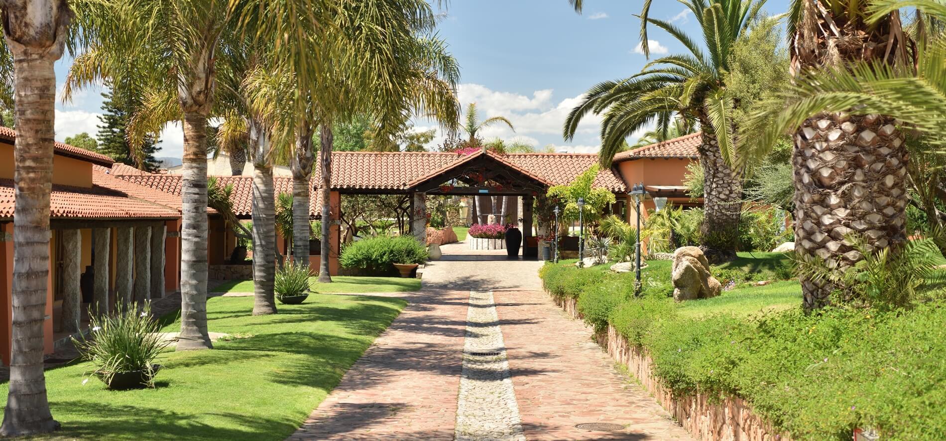 _hotel_club_saraceno_resort_con_piscina_sardegna_01