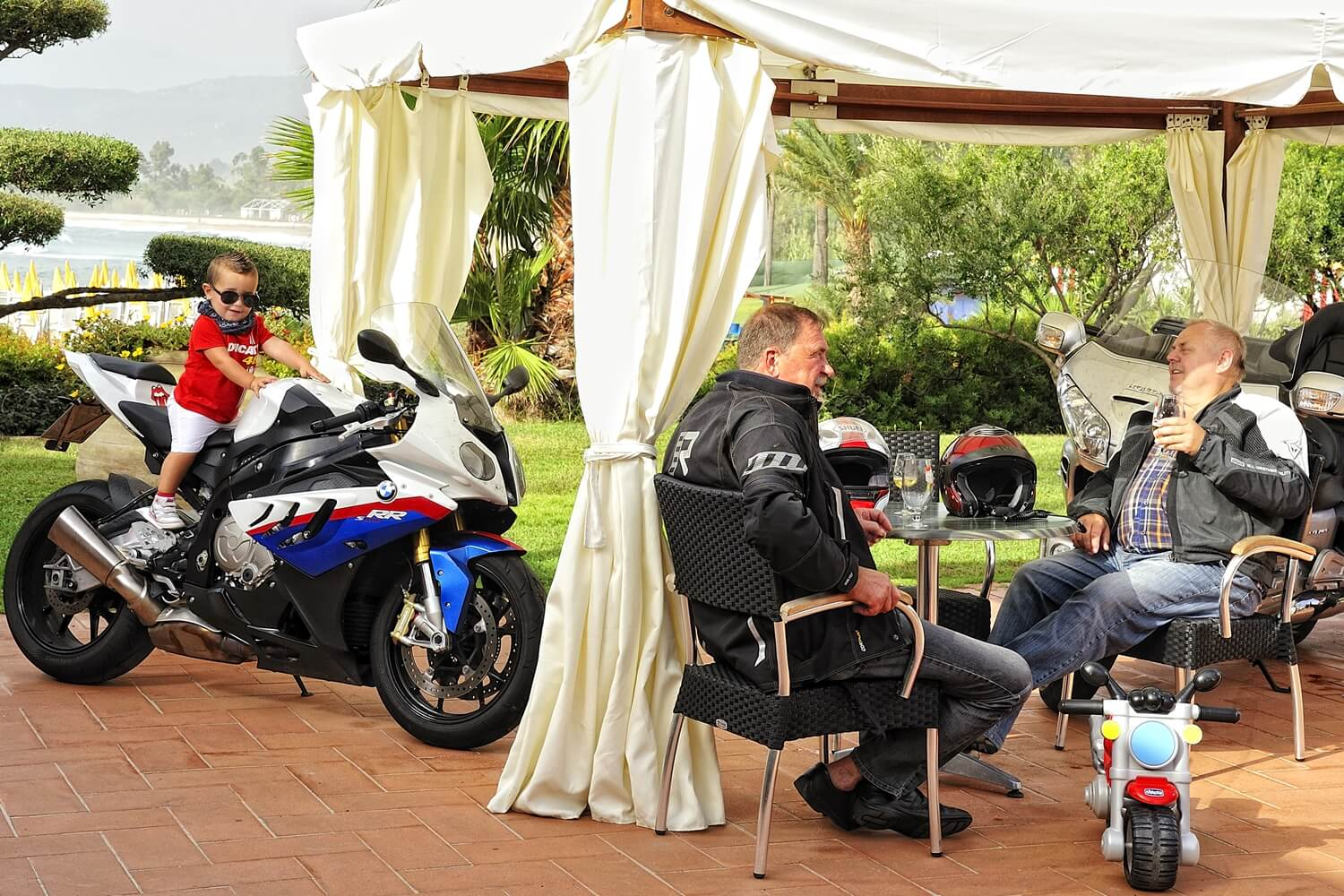 Best biker hotels sardinia with free garage for motorbikes