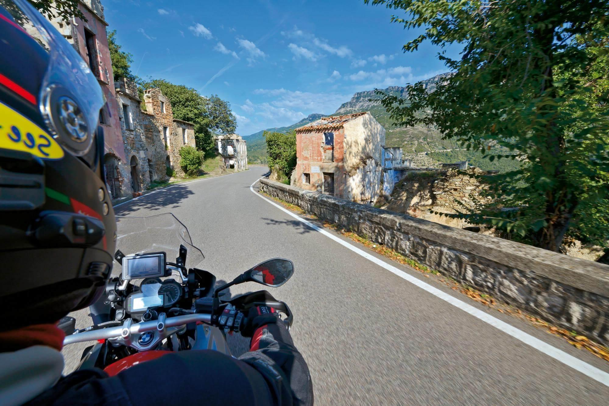 hotel_per_motociclisti_sardegna_parcheggio_coperto_custodito