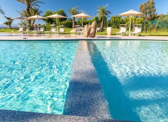 hotel sul mare con piscina in sardegna