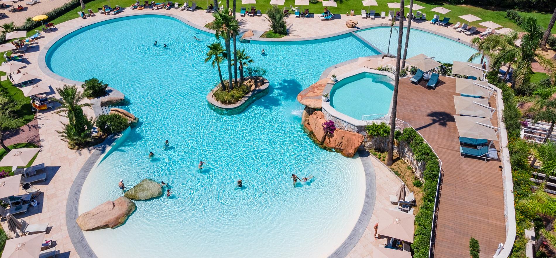 hotel-con-piscina-tropicale-acqua-di-mare-sardegna01