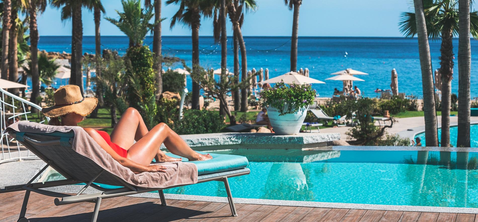 hotel-con-piscina-tropicale-acqua-di-mare-sardegna03